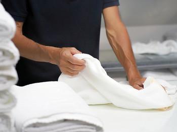 【実績例②】リネンクリーニング工場あらゆる業界で使われるリネン(テーブルクロス、ナフキン、エプロン、サービスユニフォーム、ベッドシーツ、白衣、作業服等多数)工場でのクリーニング業務。