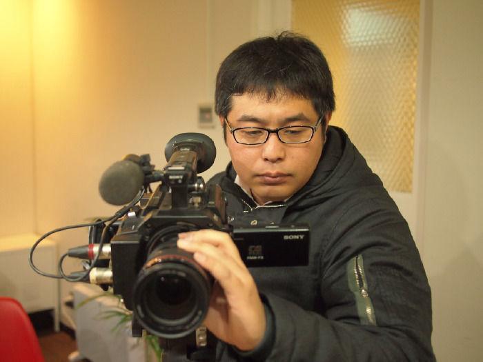 【共同代表・石坂】動画の構成要素に優先順位をつけ、最適なスタッフを社内と社外から選定。案件ごとにオリジナルプロジェクトチームを編成いたします。場合によっては自分で撮影・編集することも。