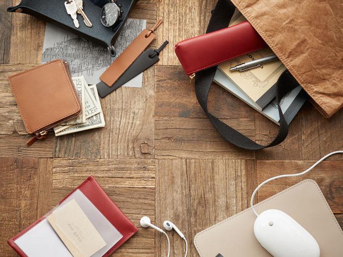 革の鞣しから完成品まで無駄な中間マージンを省くことで、実現した日本の職人による革製品を安価にご提供致します。